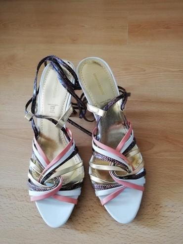 Nove nenosene sandale iz H&M veličina piše 40 ali su za 38-39. - Nova Pazova