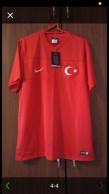 Original Nike futbolka yenidir. Turkiyede alinib. Razmer L