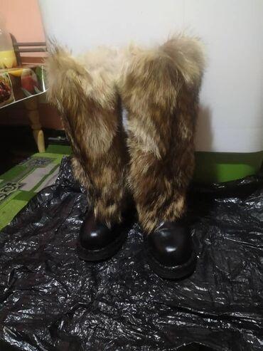 теплые унты в Кыргызстан: Продаю унты Россия Очень теплые с тундрыпочти новые .шерст волк