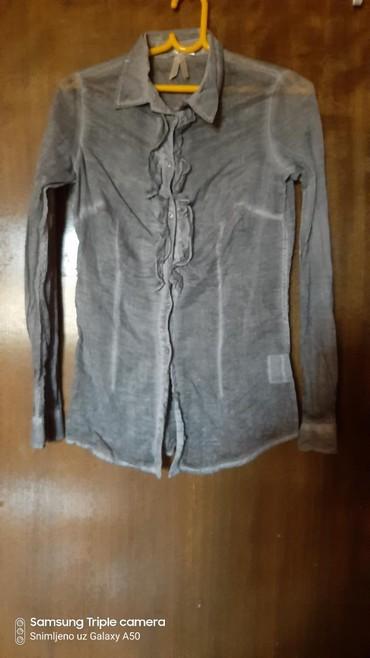 Kozna-tasna-sive-boje-placena- - Srbija: Košulja sive boje, 100% pamuk, jednom nošena. Veličina: XS