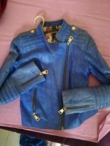 Kupujem - Srbija: SNIŽENJE! Kozna jakna S, plave boje sa zlatnim rajfeslusima kupljena u