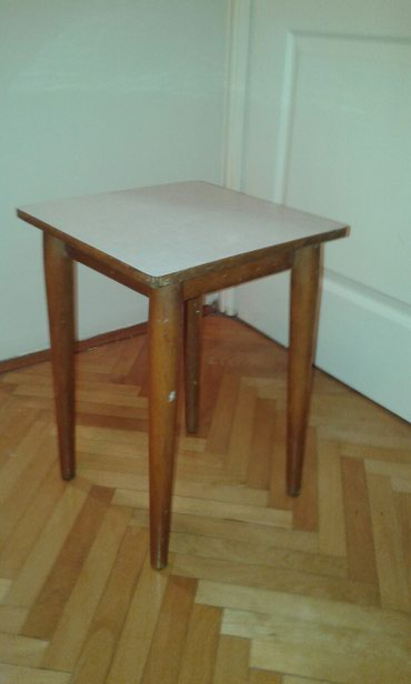 Dve stolice HOKLICE drvo odlicne bez ostecenja  - Novi Sad