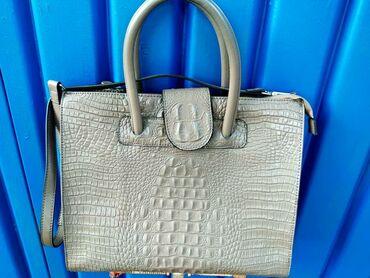 купить женскую обувь недорого в Кыргызстан: Продаю женскую сумку 35×29. Натуральная кожа. Покупали в Москве, в сне