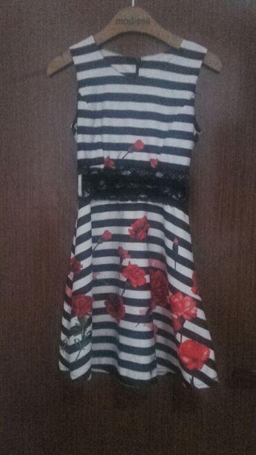 Prelepa haljinica,veličina M,cvetni dezen,haljina je jednom nošena