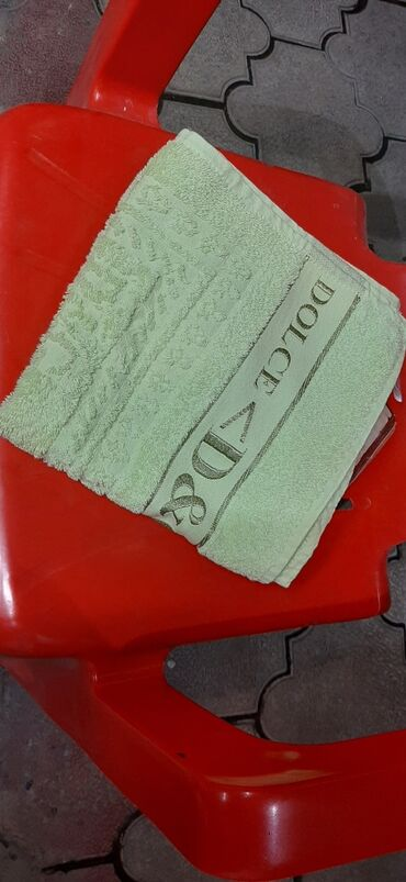 Полотенце для рук 100 сом почти новая