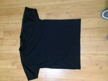 Majica sl - Srbija: Muška majica za vežbanje. Puna elastine. Slim. Veličine je XL. Savrše