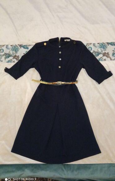 Платье стрейч тёмно-синего цвета с золотыми пуговицами, производство