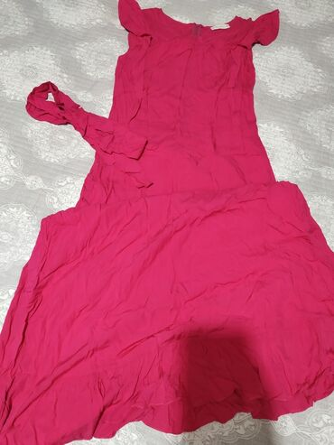 Цвет ярко фиолетовый очень красивое платье отдам за 700с купила за 2