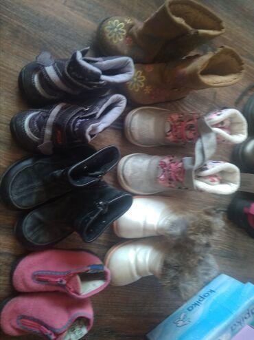 Обувь бу. Каждая пара по 200 сом.розовые 100-20 р, черные замша