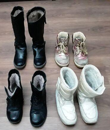 Продаю обувь (осень-зима) для девочек. Размеры: 33 (первый ряд) и 32