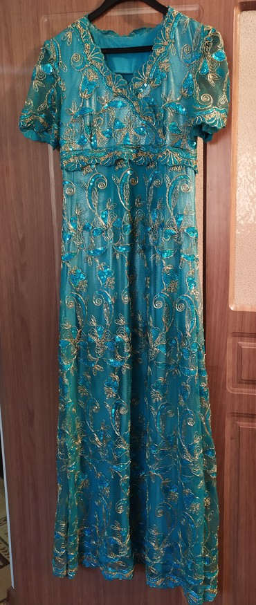 нарядные платья на свадьбу в Кыргызстан: Продаю нарядное платье. размер 42-44 на худенькие. рост примерно 1 .56