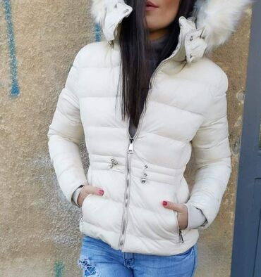 Zimska jakna sa krznom - Srbija: PRELEPA ZIMSKA JAKNACENA SAMO 2500 dinVelicne S do XlUži modelSkida se