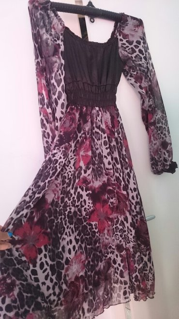 Prelepa haljina.Velicine 40,mozda može i 42 zavisi od grudi jer je - Belgrade