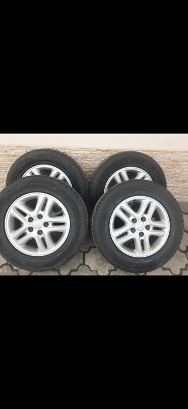 lexus rx350 в Кыргызстан: Продаю диски с зимними шинами Bridgestone Blizzak 215/70/16 Комплект