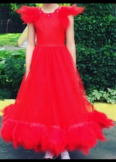 летнее платье трапеция в Кыргызстан: Шикарное детское платье с перьями от Наиля Байкучукова, на 6-8