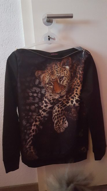 Bluza prelepa i prepuna cirkona...jednom probana..vel..S..M.. - Yverdon-les-Bains