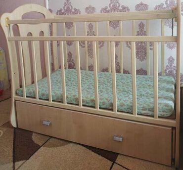 Детская мебель - Бишкек: Детская кроватка VDK Belinda.Цвет: Клен.Материал изготовления: Массив