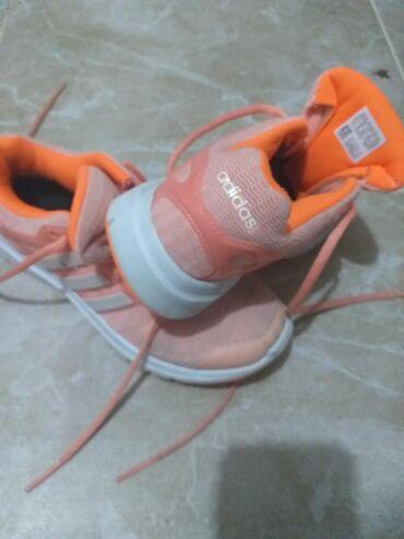 Patike adidas, 36,5 u dobrom stanju. Mali tragovi nosenja