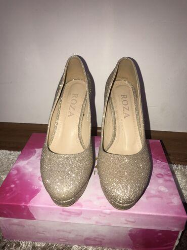 Продаю золотистые туфли  Размер :38 Цена: 600 сом Вотсапп