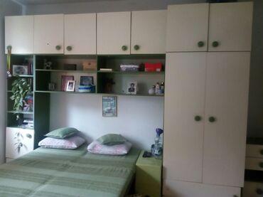 Decije sobe - Srbija: Regal veliki. Za deciju ili spavacu sobu. Ima dosta elemenata i preg