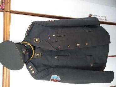 Velicina sakoa 186/54, uz uniformu ide i kosulj velicine 44, tu su