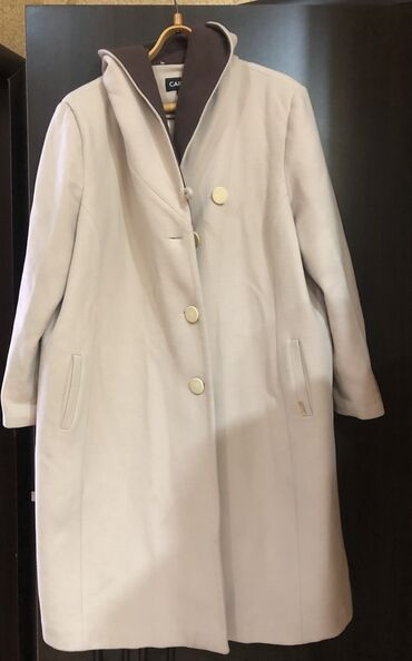 Palto Gürcüstandan alınıb. Carla firması. Ölçü - 54. Kapüşonu var. 150