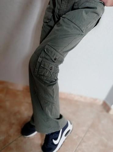 Vojnicke pantalone - Srbija: Vojnicke maslinaste pantalone, dzeparice. Nove. Vel s. Saljem post