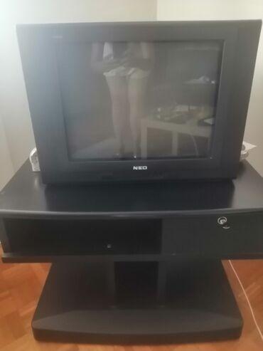 Prodajem TV sa policom ili bez nje, povoljno, TV odličan, strani