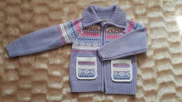 тёплые вещи в Кыргызстан: Все вещи по 200 сом . Кофта теплая джинсы гораздо ярчечем на фото