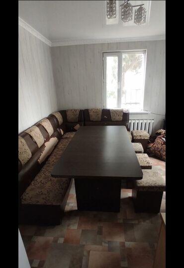 кухонный стол стулья в Кыргызстан: Продам Кухонный уголок,в нормальном состоянии,вместительный стол и 4 с