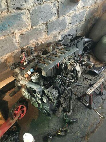 бмв 525 2004 в Кыргызстан: Продам мотор м50б25 С навесным и коробкой  Бмв Bmw E34 525