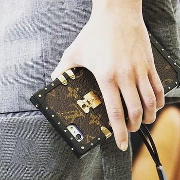 Louis Vuitton чехол на iPhone и Samsung флагманызарядные устройства