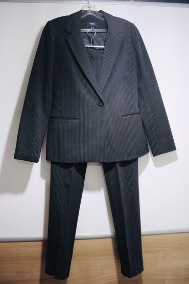 Классический брючный костюм от MEXX. Качественная ткань состояние