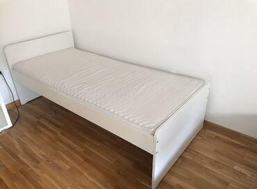 Udoban krevet IKEA za jednu osobu, sa dušekom i letvicama
