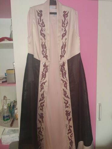 Продается дизайнерское платье от Замиры Молдошевой. Одевали 1 раз