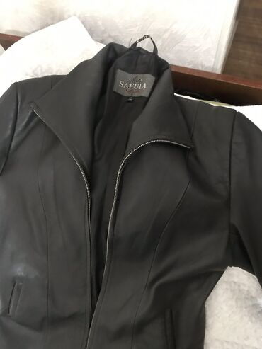 Продаю женское кожаное пальто