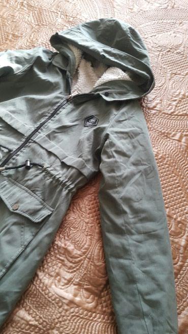 жён куртка в Кыргызстан: Срочно !!!Парка светло зеленого цвета