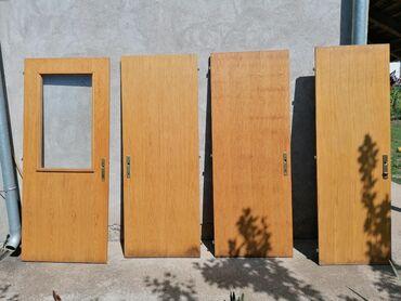 Vrata - Srbija: Prodajem drvena vrata u odličnom stanju. Vrata sa svetlarnikom -