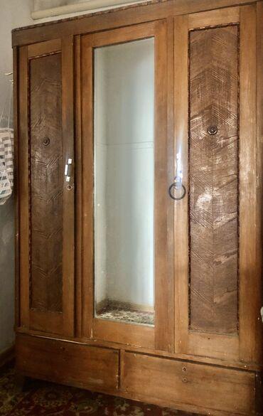 Советский шкаф чистое дерево.очень вместительный