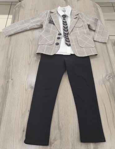 рубашка от mexx в Кыргызстан: Продаю костюм на мальчика. Однотонная белая рубашка, пиджак, галстук