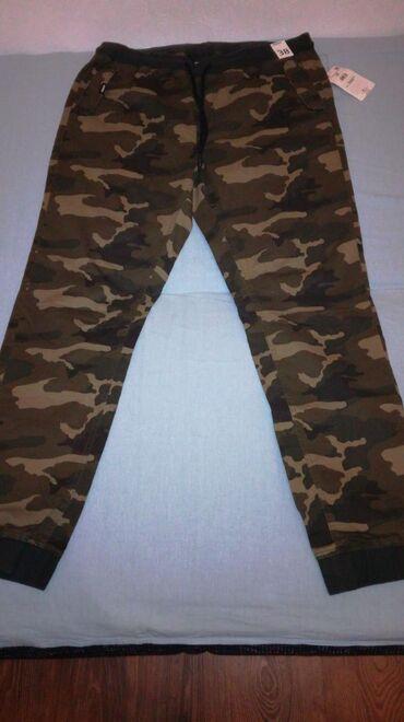 Muške Reserved pantalone. Veličine 36. Sniženo sa 3600 na 2900. Novo!!