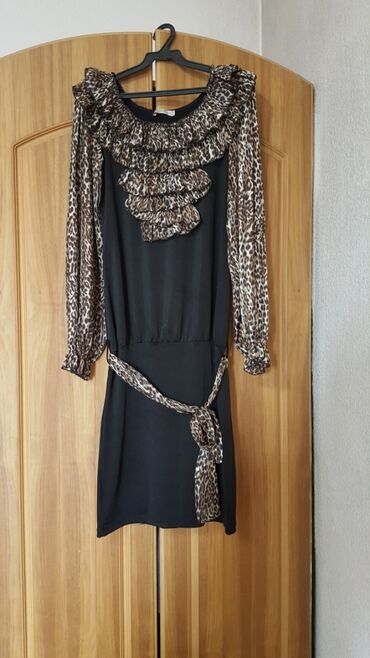 Платье размер М-L очень красивый фасон