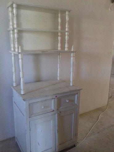 этажерки-деревянные в Кыргызстан: Продаю старинную деревянную этажерку ручной работы. Антиквариат.Сделан