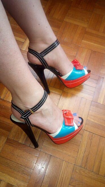 Ženska obuća | Kragujevac: Prodajem lakovane sandale sa platformom i visokom potpeticom. Nosene
