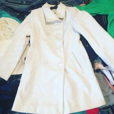 Пальто белое б/у в хорошем состоянии в Бишкек