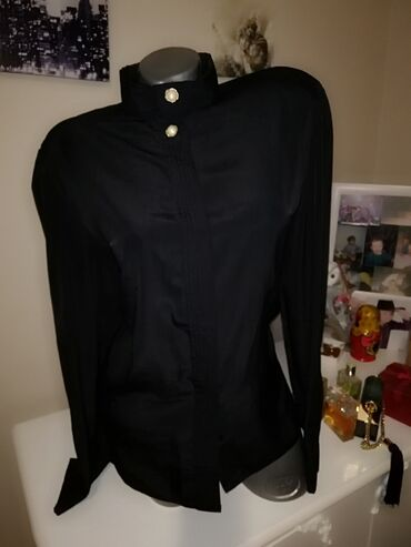 Savršena crna košulja sa skrivenim dugmićima  L veličina  1000