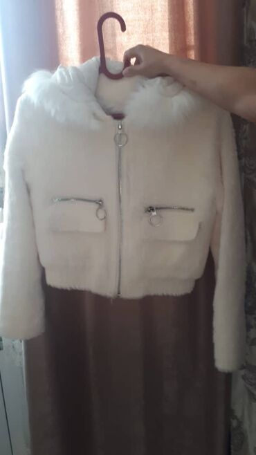 женское платье размер м в Кыргызстан: Продаются куртки в хорошем состоянии, размеры с,м