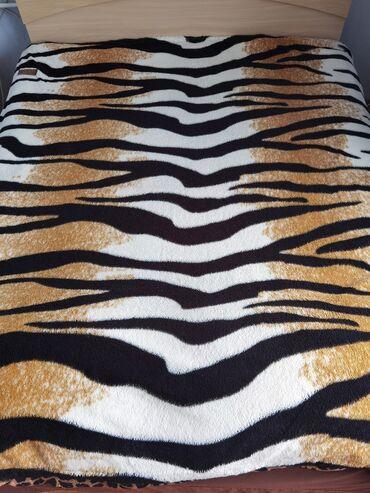 Продается покрывало на кровать, в отличном состоянии
