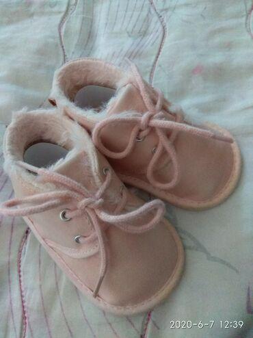 детская обувь на овчине в Азербайджан: Детские мягкие ботиночки на 3-6 месяцев. Б/у но в хорошем состоянии
