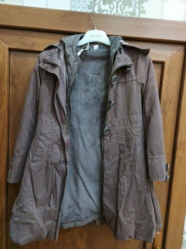 dvustoronnee palto в Кыргызстан: Hem plaşdi hem palto cox seliqeli qalib az geyilib 8-9yas qiz usagi